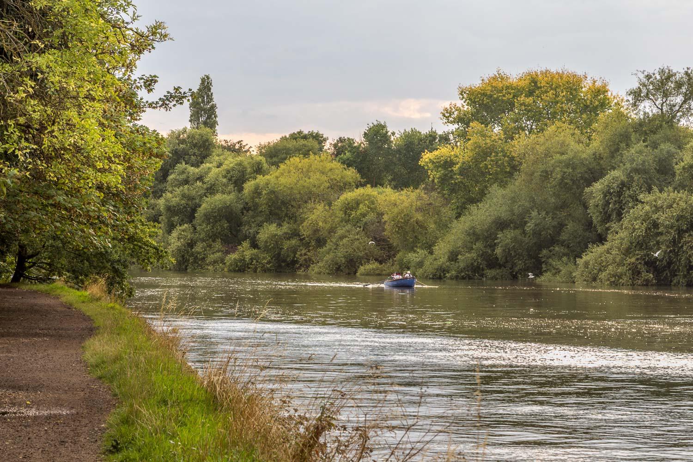 Thames Path near Richmond