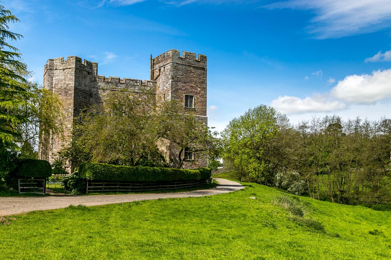 uDalemain to Dacre walk, Dacre Castle
