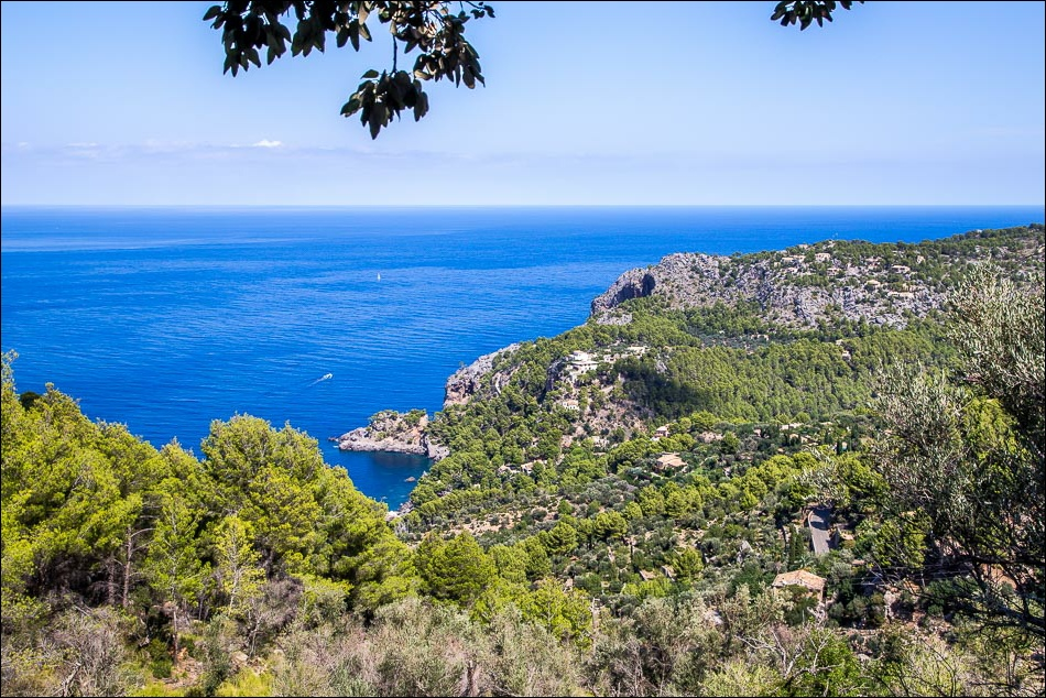 Cala de Deià walk, sea views