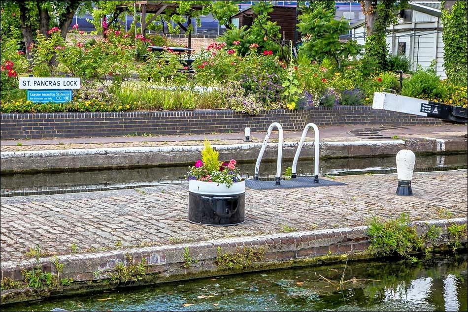 Regents Canal walk, St Pancras Lock