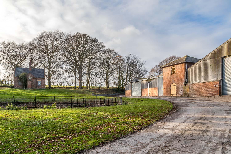 Wold Newton walk, Hawerby Hall Farm